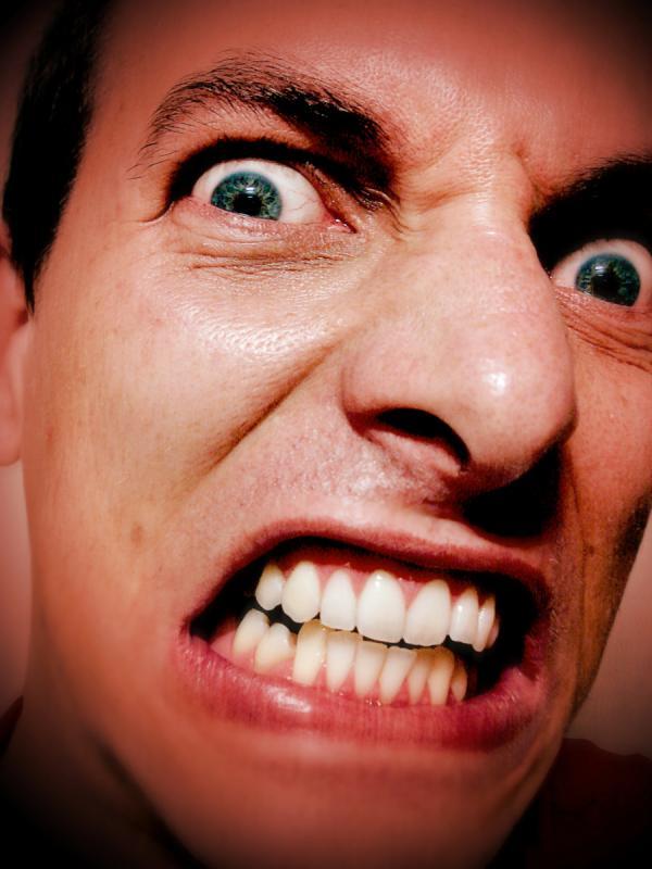 Enjachar – to make a face at someone